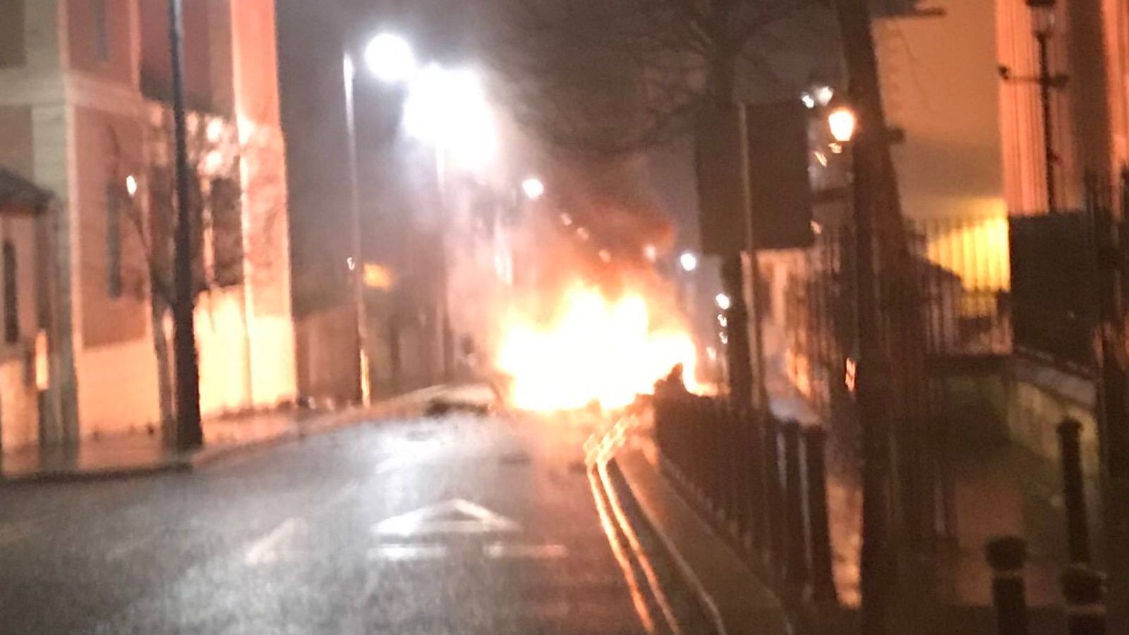 Suspected car bomb explodes outside Londonderry court house