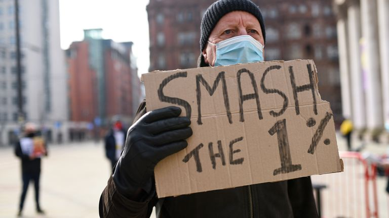 3% pay rise for NHS staff in England attacked as 'paltry, appalling and shambolic'